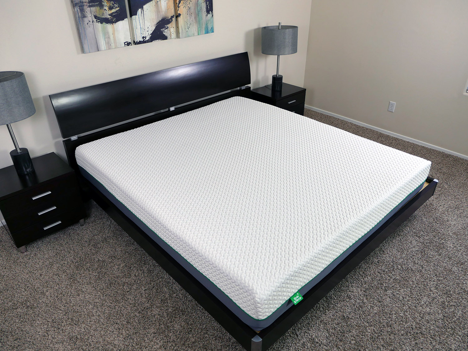 Angled view of the memory foam Hyde & Sleep mattress